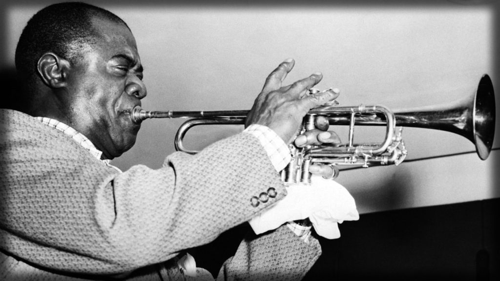 louis_armstrong_pipe_jacket_face_play_7664_1920x1080
